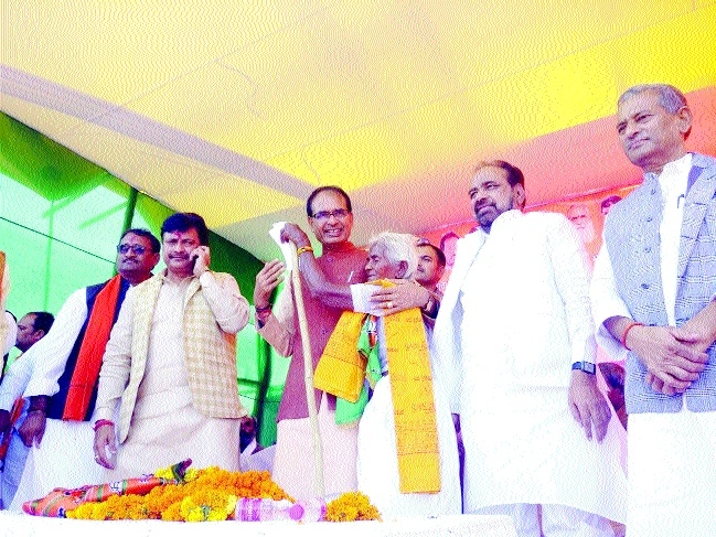 CM canvasses in Chitrakoot