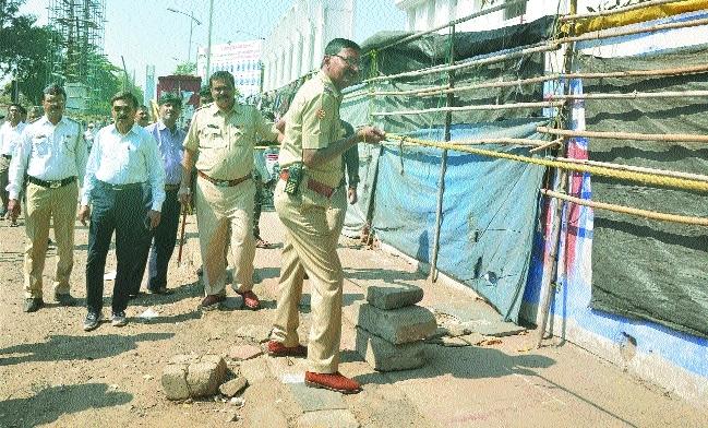 Traffic cops oust hawkers from Sitabuldi, Jhansi Rani square