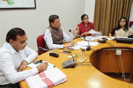 Collector for proper implementation of Chief Minister Bhavantar Scheme
