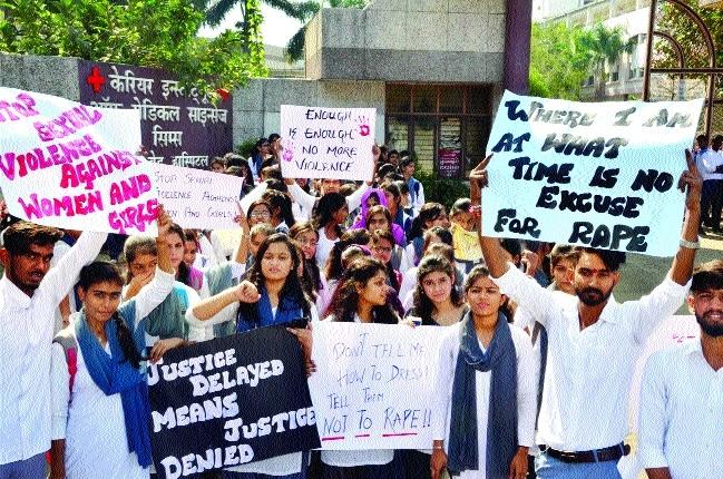 Minister Gupta listens to patients' woes in JP, Katju Hospital