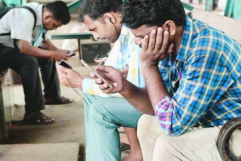RCom customers in a tizzy as network goes haywire