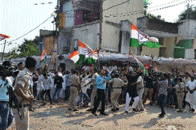 BJP, Cong workers injured in clash over note ban issue