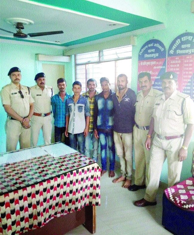 5 held while planning dacoity, arms seized