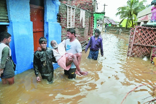 Heavy rains batter TN, Kerala