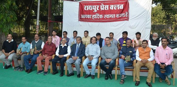Raipur Press Club felicitates journalists
