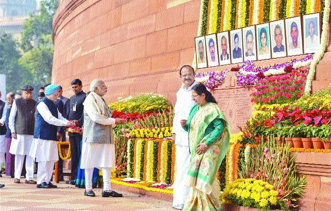 PM Narendra Modi Manmohan Singh tribute to the martyrs of 2001 Parliament attack