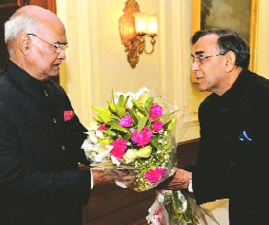 President Kovind gives Baidyanath founder Pt Ramnarayan Sharma Ayurved Award