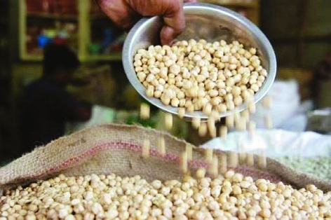 'Put ban on import of chana to support its falling prices'