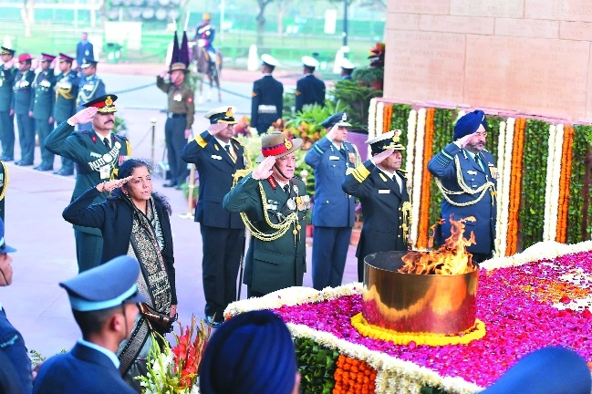 Nirmala, Armed Forces top brass pay tributes to 1971 war heroes