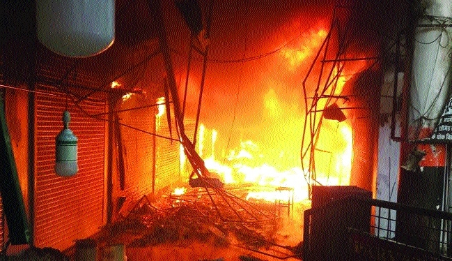 Massive fire in shopping complex, no casualties