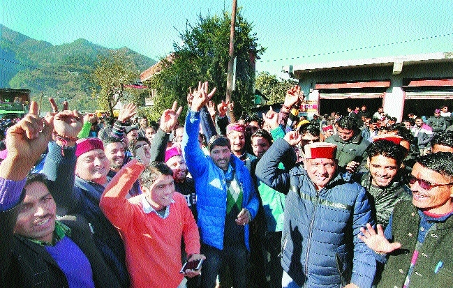 BJP ousts Congress in Himachal