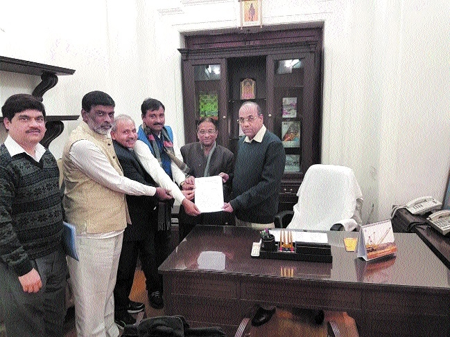 BMS submits memorandum to Union Minister Geete for pending demands
