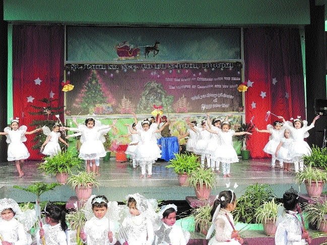 St Paul's School celebrates Christmas with glee