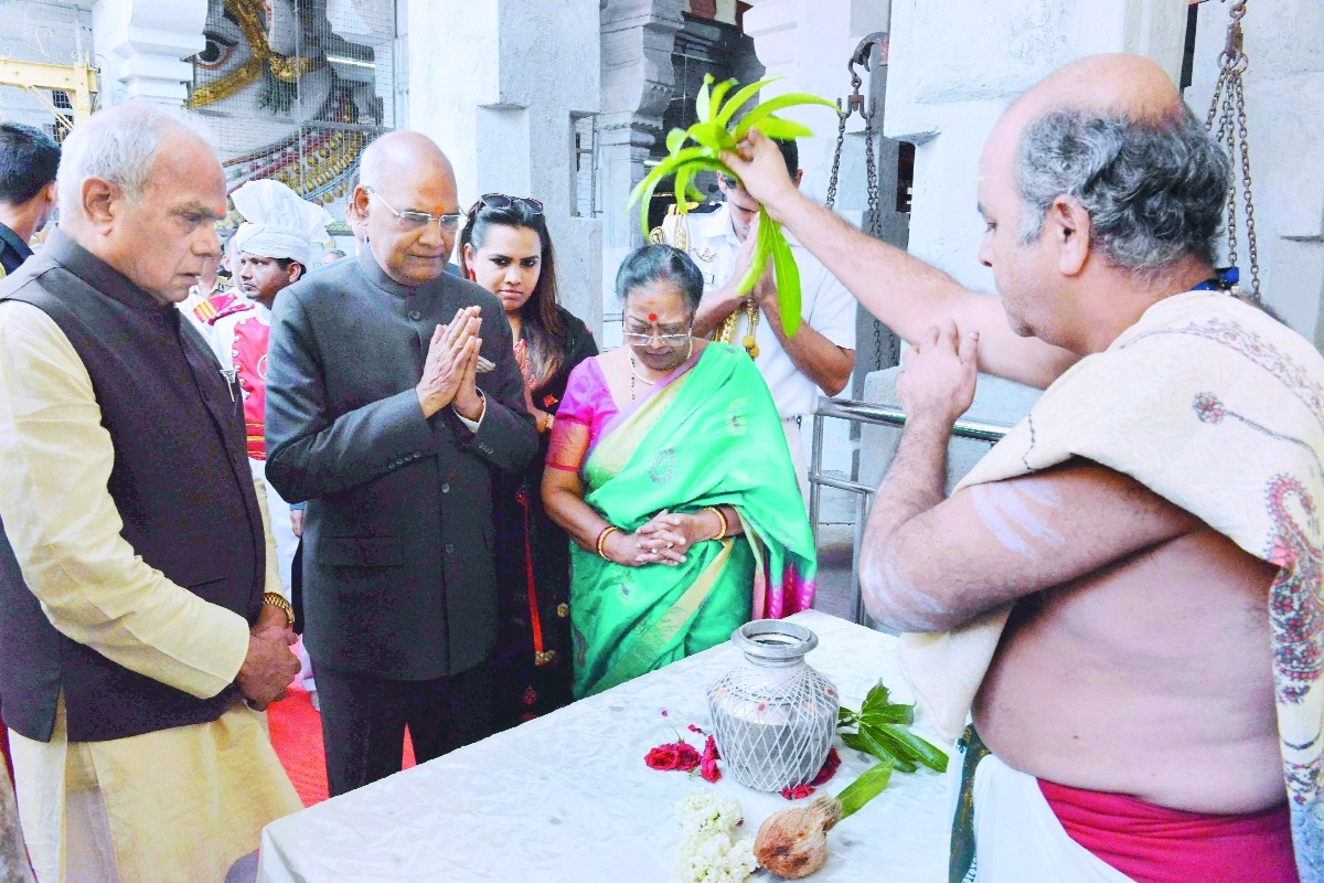 President offers prayers at Rameswaram temple
