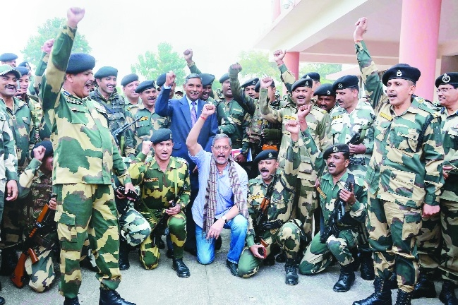 Nana Patekar visits BSF headquarters in Jammu