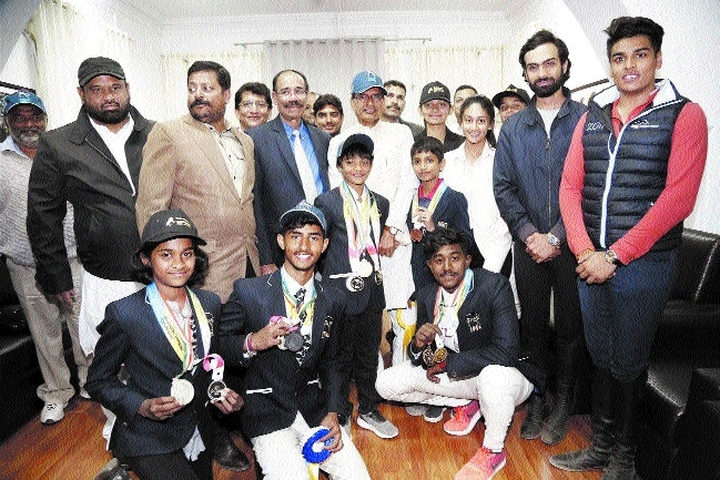 Young equestrians of Telangana meet Chief Minister Chouhan