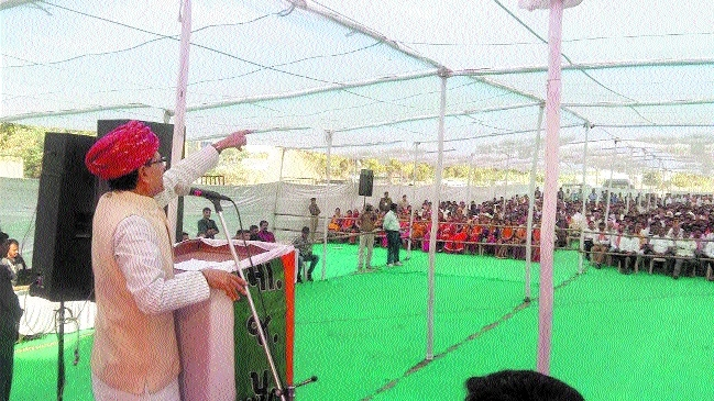 CM Chouhan campaigns in Gujarat