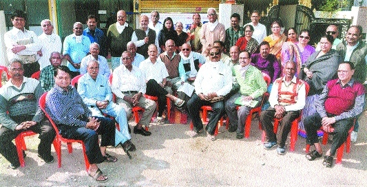 Sneh Nagar residents stage dharna over dug out roads