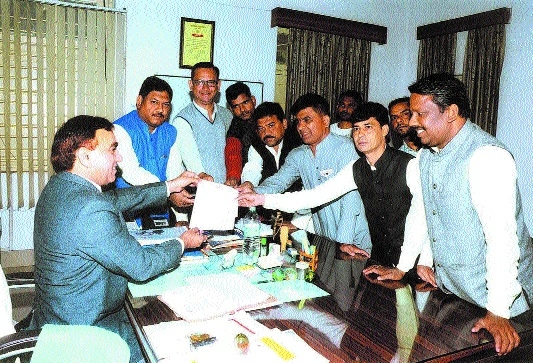 Cong corporators submit memo to Additional Collector