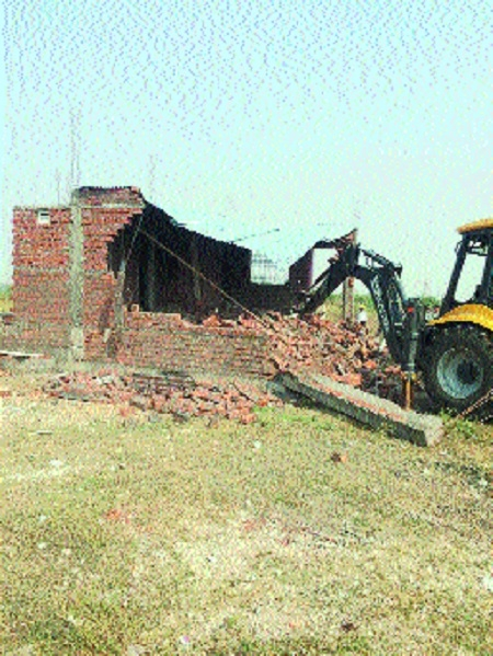 NMC razes 42 houses built in just 10 days in Wathoda