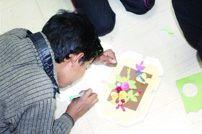 Kids make attractive greeting cards at Jawahar Bal Bhawan