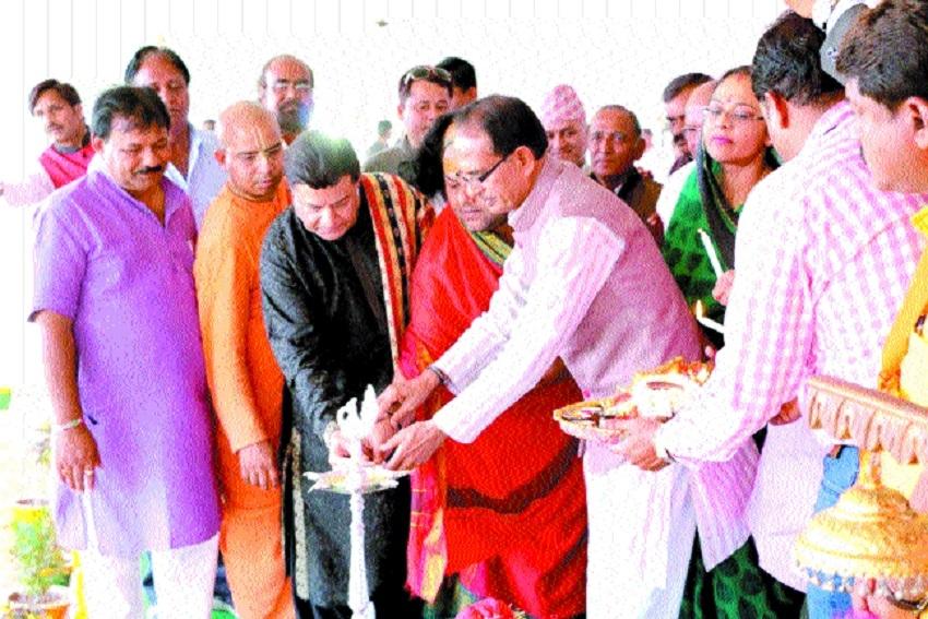 bhajan singer Anoop Jalota participates in Yatra