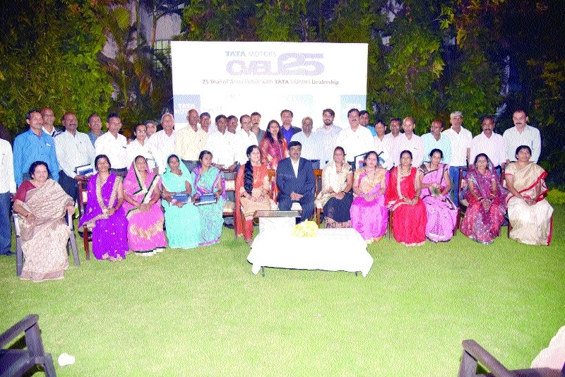 Around 34 employees of Commercial Automobiles feted with service award
