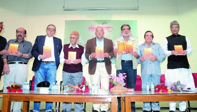 Munshi's book 'Sirf Nakshe Kadam Rah Gaye' released