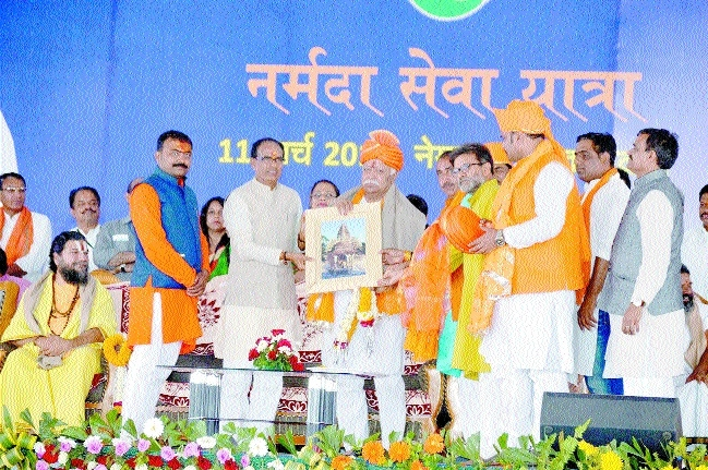 Lakhs to plant saplings near Narmada in a single day: CM