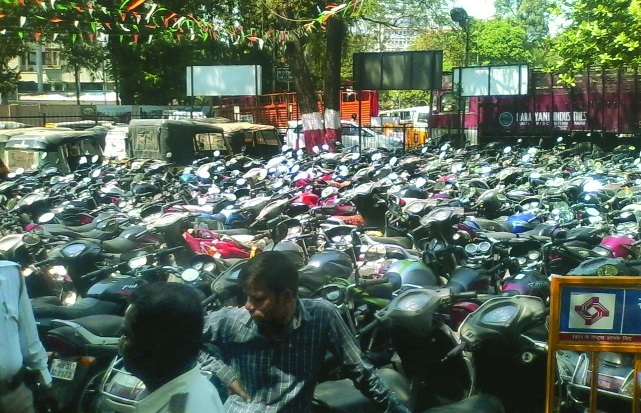 Traffic cops book over 900 drunk drivers during Holi