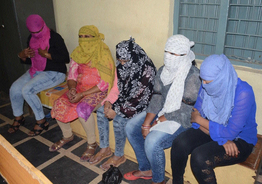 5 girls involved in sex racket arrested from beauty parlour