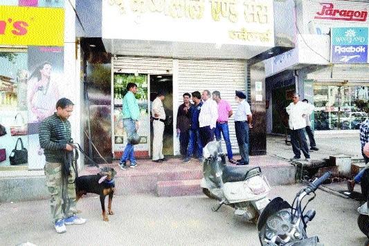 Jewellery shop burgled in Gorakhpur