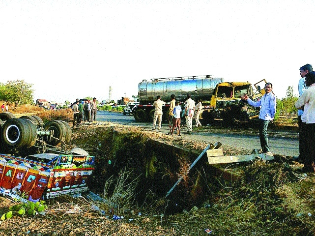 One injured as truck collides with tanker coming from wrong side near Kondhali