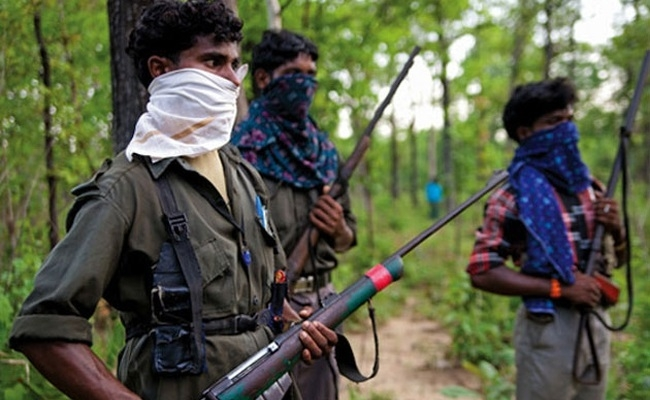 Five Naxals, 2 cops killed in gunbattle in Dantewada