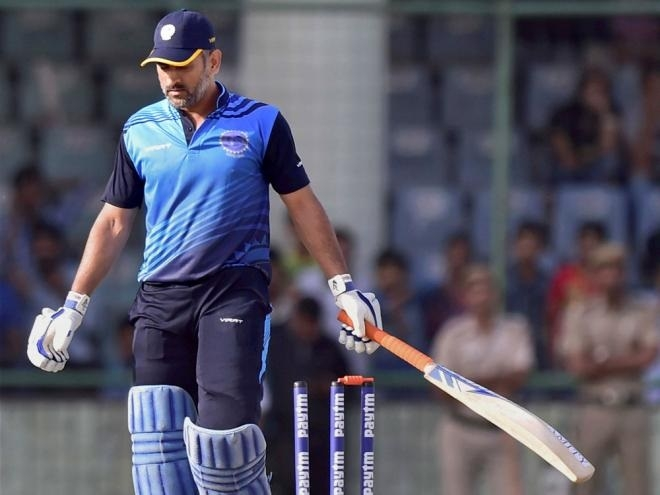 Dhoni wins hearts but Bengal match