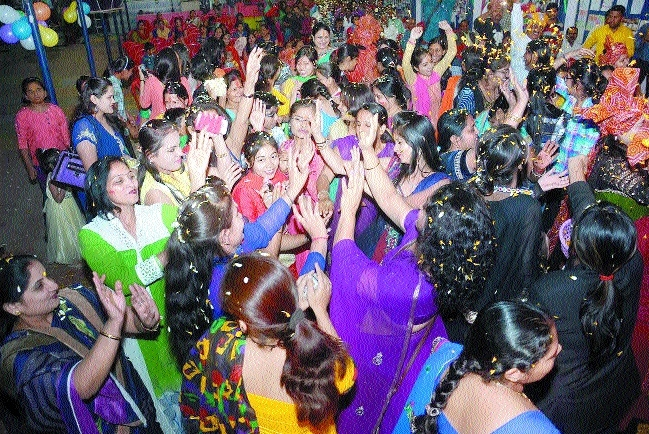 'Holi Milan' organised at Blue Bird School