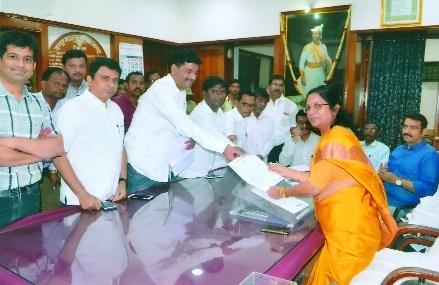 NCP delegation apprises Mayor of woes faced by East Nagpur residents