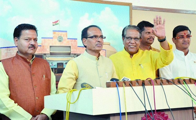 Opposition members see me in dreams: CM