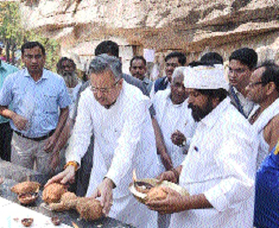 Chief Minister performs pooja archana on occasion of Gurudarshan Mela