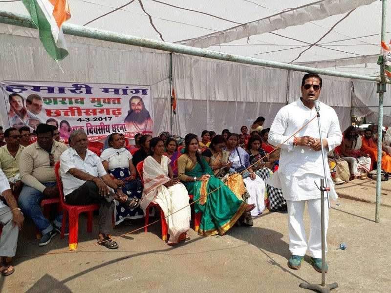 Cong activists take to streets against new liquor policy