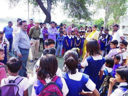 CEO Singh pays surprise visit to Govt schools at Janpad Panchayat