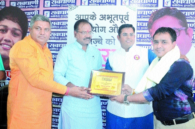 'The Hitavada' reporter, photographer felicitated in journalists' award event