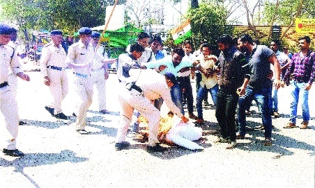 Youth Congress activists protest against LPG price hike