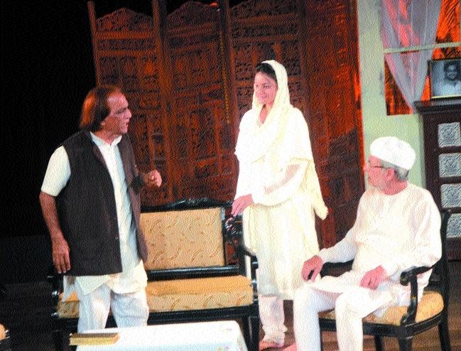 Social drama 'Waqt Ke Karahte Rang' staged