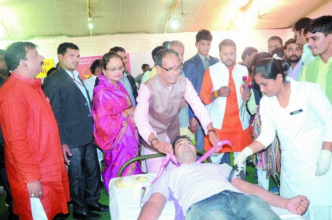No work bigger than blood donation: CM