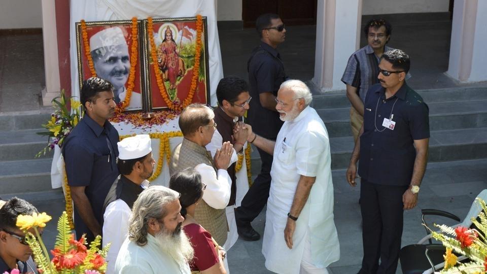 Modi visits Shastri's ancestral house