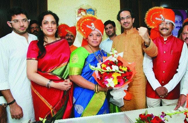 Uddhav Thackeray TMC Mayor Meenakshi Shinde
