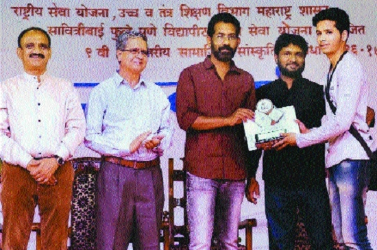 Aditya Sambare bags first prize in State level Technical and Social Competition