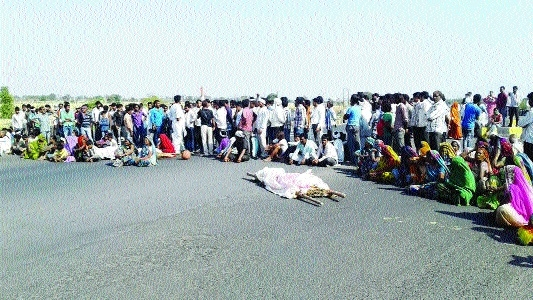 Ruckus on NH 26 as four killed while returning from CM's show