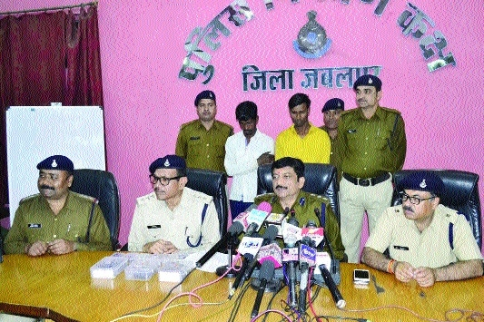 Drug peddlers held with 'charas' worth Rs 13 lakh